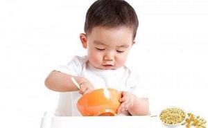 Đâu là thời điểm 'chuẩn' nhất để cho con ăn cháo xay, hạt vỡ, cơm nguyên hạt?