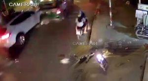 Clip khoảnh khắc ô tô điên khiến 13 xe tông nhau liên hoàn, 2 người chết