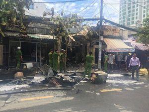 'Bà hỏa' thiêu rụi 3 cửa hàng ở Sài Gòn lúc giữa trưa