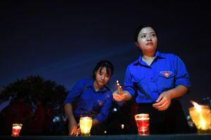 Nghĩa trang sáng bừng đêm tri ân các anh hùng liệt sĩ