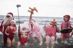 Chùm ảnh: Khám phá kỳ nghỉ hè của Ông già Noel