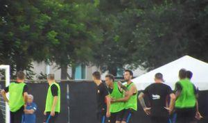 Neymar 'loạn đả' với tân binh Semedo trên sân tập