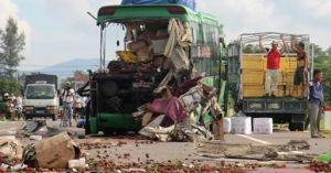 Hiện trường vụ tai nạn kinh hoàng khiến 11 người thương vong