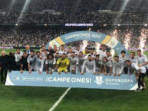 Real đè bẹp Barca, Ronaldo buồn thiu ăn mừng siêu cúp