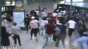 Chạy vội đi làm, thanh niên khiến nhà ga náo loạn vì sợ khủng bố