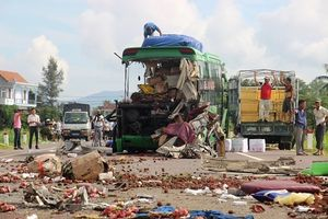 Hiện trường tai nạn thảm khốc 5 người chết ở Bình Định
