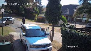 Cặp đôi đi Range Rover phản ứng khó tin khi gặp cướp