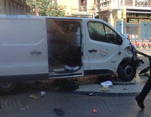 Xe tải 'khủng bố' ở Barcelona, nghi phạm cố thủ trong quán bar