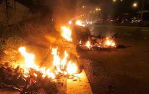 Cháy xe máy kinh hoàng ở cửa ngõ Sài Gòn, một người bị bỏng