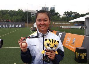 Châu Kiều Oanh: Cô gái bé nhỏ từng không kéo được cung vừa phá kỷ lục SEA Games