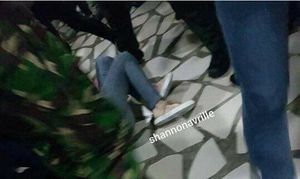 Taeyeon (SNSD) bị đẩy ngã và đụng chạm thân thể tại sân bay Jakarta