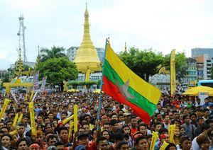 Hàng nghìn fan cổ vũ, ăn mừng U22 Myanmar vào bán kết
