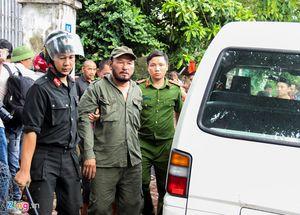 Cảnh sát phá trường gà, bắt hơn 40 người