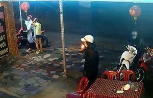 Nhóm trộm dàn cảnh lấy xe máy trong vòng 15 giây