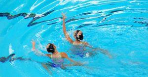 Hai 'nàng tiên cá' Việt Nam khiêu vũ dưới nước tranh tài với đối thủ khu vực
