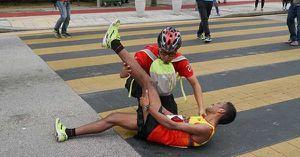 VĐV điền kinh Việt lầm lũi 1 mình trên đường chạy Marathon