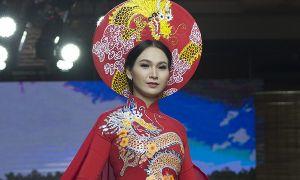 Top 10 Hoa hậu Việt Nam Trương Hải Vân xinh đẹp với áo dài long phượng