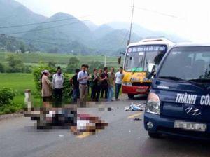 Cố vượt ô tô, 2 anh em tông vào xe buýt gây hậu qủa nghiêm trọng