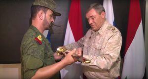 Tướng 'Hổ Syria' nhận kiếm danh dự của Bộ quốc phòng Nga (video)