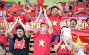 CĐV Việt Nam 'nhuộm đỏ' sân Shah Alam trước trận đấu với Philippines