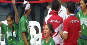 'Bị' trọng tài xử ép trước chủ nhà Malaysia, Indonesia bỏ trận đấu