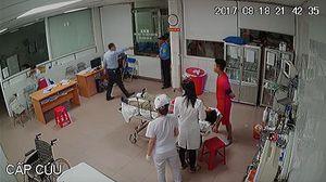 Nhóm người nhà bệnh nhân lao vào đánh nhân viên bệnh viện 115
