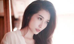 Khổng Tú Quỳnh khoe ảnh 'giường chiếu' cực nóng bỏng
