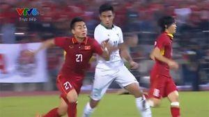 Cầu thủ U22 Indonesia nhận thẻ đỏ sau pha đánh cùi chỏ Tuấn Tài