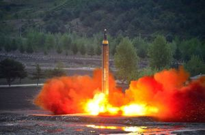 Triều Tiên tung video hủy diệt Guam, thiêu đốt quan chức Mỹ