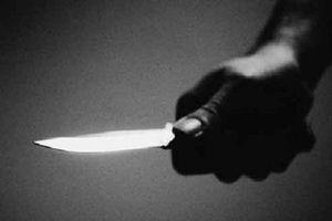 Hy hữu: Tên trộm rút dao đâm công an xã trọng thương rồi chở đến bệnh viện