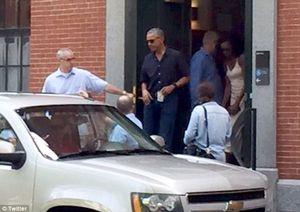 Ông Obama bịn rịn tiễn con gái đi nhập học Harvard