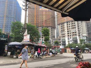 2 công nhân bị chém gục bên cổng chợ Mỹ Đình