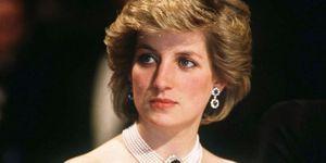 Xót xa hai vật Công nương Diana nắm chặt trong tay lúc qua đời