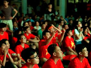 CĐV rơm rớm nước mắt vì VN không thể thắng Indonesia
