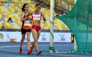 VĐV chủ nhà Malaysia chạy bộ về đích, 'cướp vàng' của VĐV Việt Nam