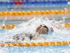 Tròn mắt SEA Games: Ánh Viên bơi với 2 người, 'kê dép' hóng HCV