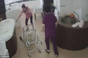 Bắt quả tang nữ y tá làm rơi trẻ sơ sinh xuống đất