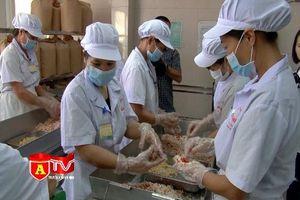 Kiểm tra đột xuất các cơ sở sản xuất bánh Trung thu tại quận Tây Hồ