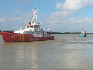 Cứu nạn thành công tàu cá Thanh Hoá với 17 thuyền viên gặp nạn
