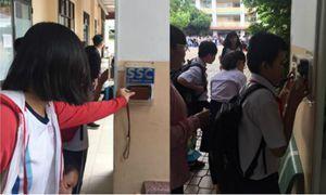 Đến thời điểm danh bằng quẹt thẻ, học sinh còn dám cúp tiết?