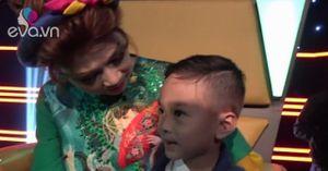 """Thanh Thảo """"cưng"""" con trai Jacky ở hậu trường gameshow"""