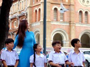Huyền My nói tiếng Anh lưu loát, truyền đi thông điệp hòa bình trước thềm Miss Grand International 2017