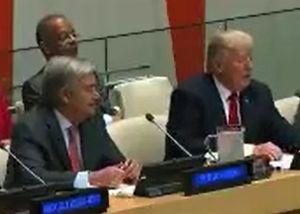 Tổng thống Trump lúng túng với chiếc micro ở Liên Hiệp Quốc