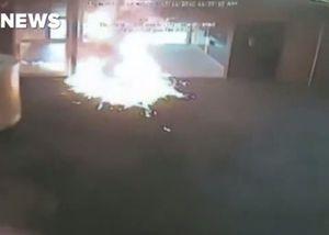 Khách hàng đổ xăng đốt ngân hàng vì phải chờ lâu