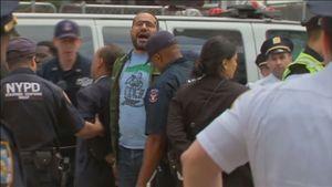 Nghị sĩ đảng dân chủ bị bắt vì biểu tình chống thắt chặt nhập cư