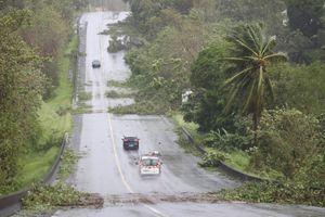'Ác mộng' Irma chưa qua, người dân Caribe lại đón bão Maria