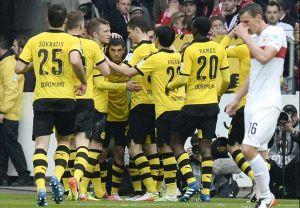 Thắng dễ Hamburger 3 - 0, Dortmund chiếm ngôi đầu BXH