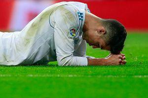Ronaldo tái xuất bằng cú đạp thô bạo và pha bỏ lỡ vô duyên