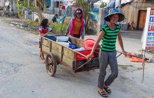 Người dân khốn đốn vì nước sinh hoạt nhiễm mặn sau bão số 10