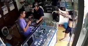 Triệu tập nghi phạm vờ mua iPhone, 'tự sướng' rồi cầm máy bỏ chạy